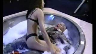 Jô Soares na banheira do Gugu