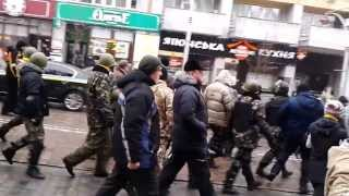 Demonstrație de forță pe străzile Kievului