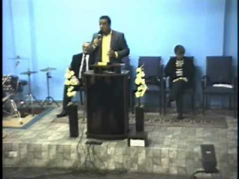 Comunidade União Cristã - Pregação A visão de um vale de ossos secos Ez 37.7 Pr. Otávio.wmv