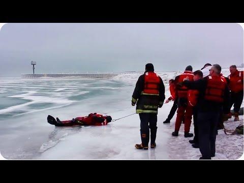 Naprosto neuvěřitelná záchrana psa zpod ledu! :-O