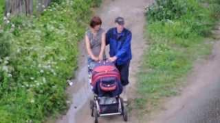 Părinţi turmentaţi cu copil în cărucior (Rusia)