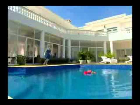 Chiquititas 2013/2014 - Maria quase se afoga em piscina de vizinho