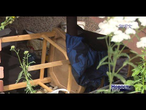 История с бездомными, создавшими себе семейное гнездышко под лестницей магазина в центре Бердска, получила продолжение