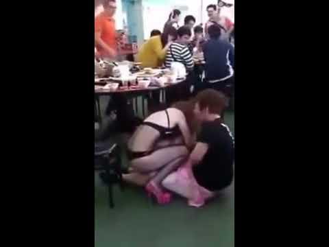 Clip hài Thanh niên bị em gái lột quần :D