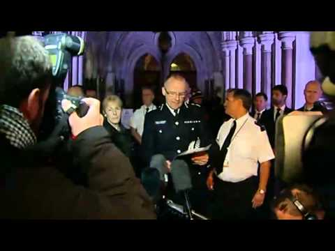 Mark Duggan killing: Police meet community leaders as the Prime Minister appeals for calm