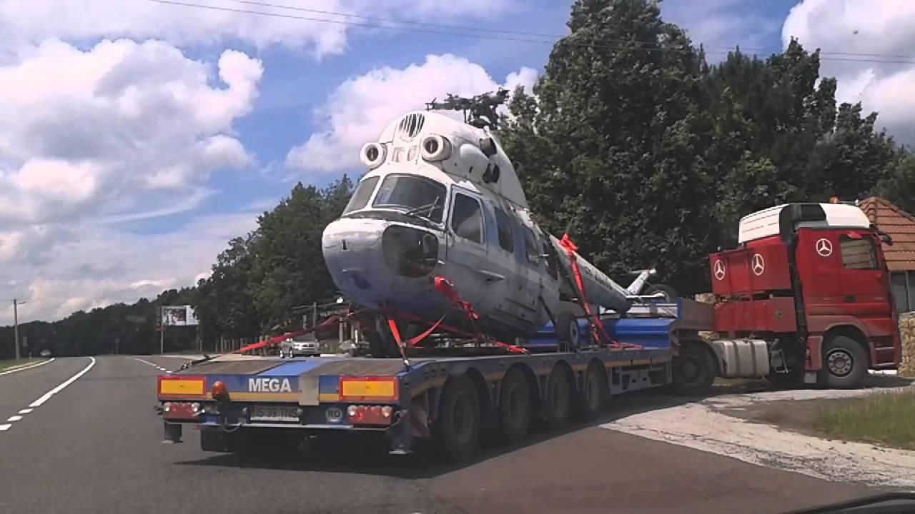 Elicopter pe șosea în Moldova