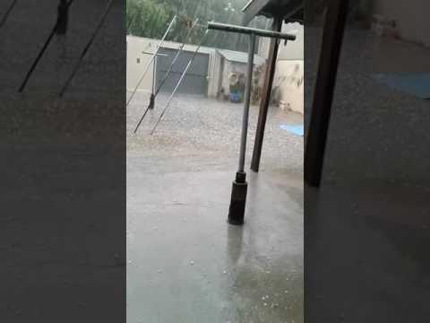 Vídeo Chuva: Granizo se acumula até em janela no Pacaembu