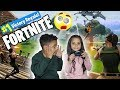 TEACHING MY LITTLE SISTER HOW TO PLAY FORTNITE!!
