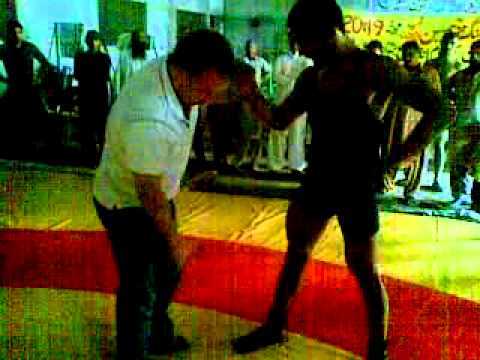 PAKISTANI WRESTLERS TEACH BY CANDIAN WRESTLING PRESIDENT IN GUJRANWALA.mp4