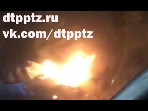 Вечером у Сулажгорского кладбища после столкновения загорелся автомобиль. Травмированы три человека