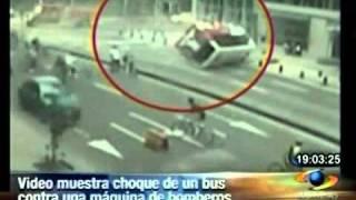 Choque entre bus y bomberos