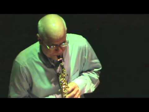 Next, para saxofón soprano y electrónica de Mario Mora
