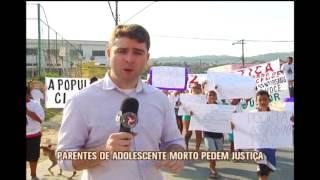 Parentes e amigos de adolescente morto pela pol�cia protestam no Bairro Palmital