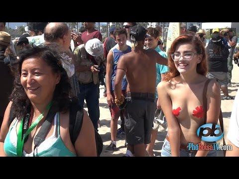 Đòi quyền để ngực trần trên bờ biển Venice Beach - Go Top Less 2014