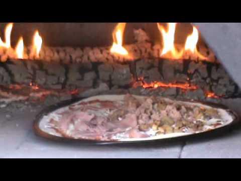 Pizza in rock oven pizza en horno de barro pizza - Como hacer pizza en horno de lena ...