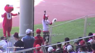 شاهد ما فعله هذا المشجع الودادي بأرنب أمام الجميع في مركب محمد الخامس | بــووز