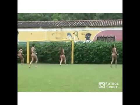 Khi các hot girl đá bóng