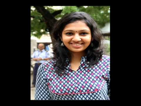 actress lakshmi menon visits palani murugan temple
