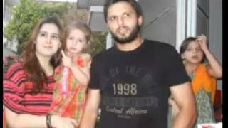 Shahid Afridi With Wife Nadia Afridi !!! ~~~ *** Open Face