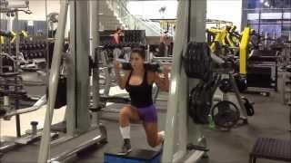 Nanda Campos Avanço Smith Com Step Alternando As Pernas