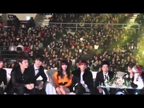 20121214 4minute Hyuna ヒョナBeast ヒョンスン and 2NE1, Melon Music AwardのSitting Areaを撮影しました。 4 minute ヒョナ、Beast ヒョンスン、2NE1のほか、K.Willのすこし写っています。