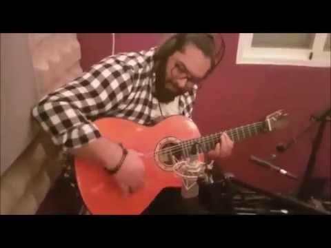 Sito Maya con su guitarra Francisco Bros Mod.