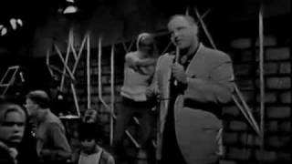 """Glenn Yarbrough Performs """"Baby The Rain Must Fall"""" On"""