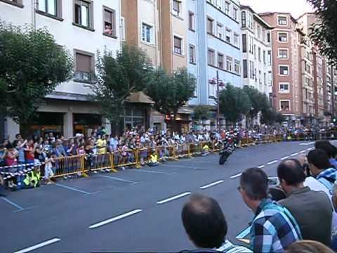 Emilio Zamora, exhibición acrobacias moto.
