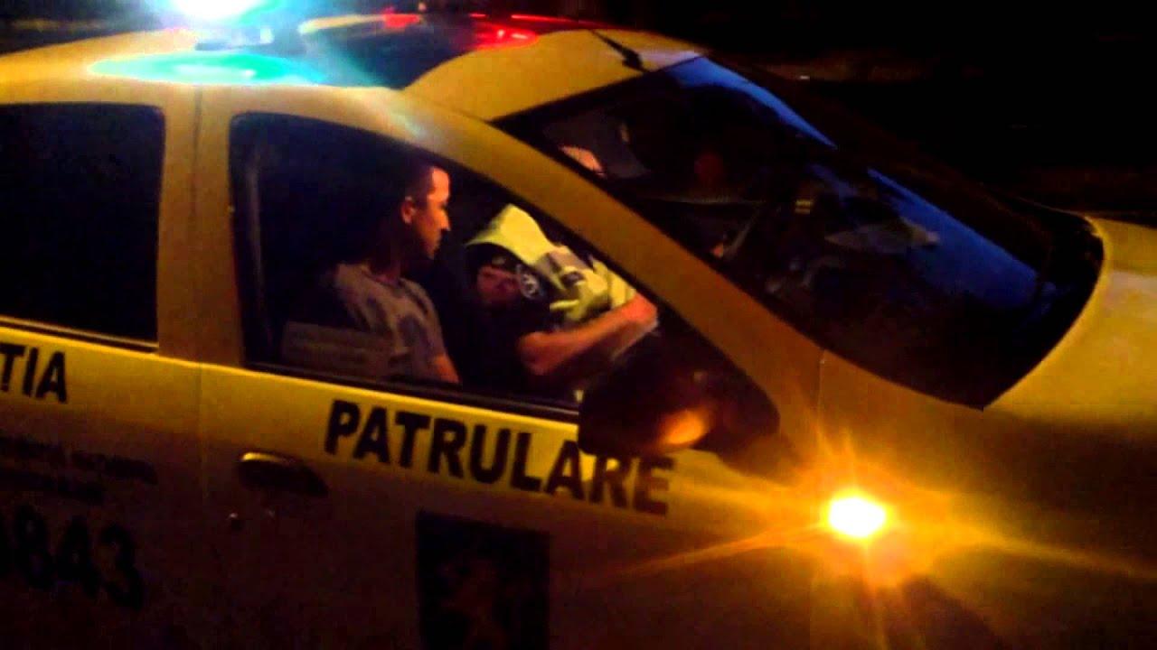 Șoferul a insistat să intre în mașina poliției rutiere