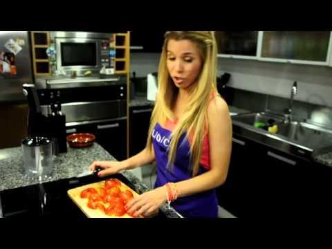 La cantante Natalia (OT) cocina un salmorejo