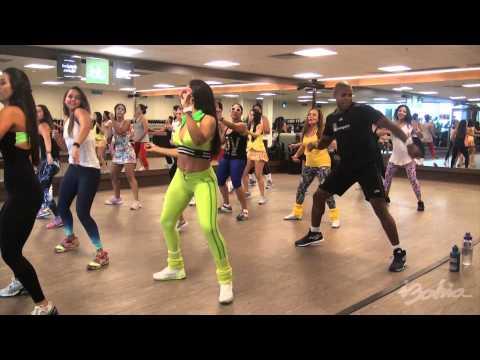 Aprenda a dançar a coreografia da música