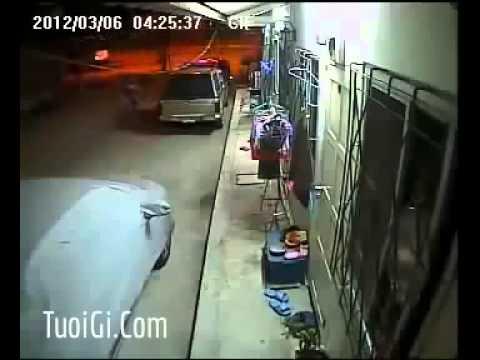Thanh niên ăn trộm đồ lót về làm gì ko biết