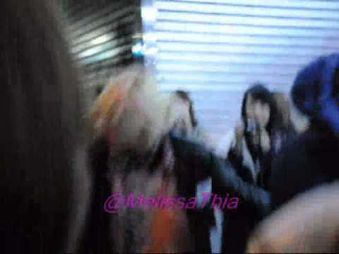 [120324/FANCAM] Ren bowing when leaving fan sign