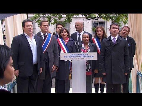 Valls ne chante pas La Marseillaise en entier - 12/05