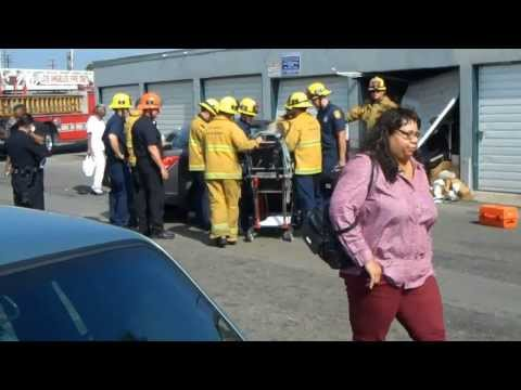 Old Lady Crash Car into Garage in Inglewood, CA (9-17-13)
