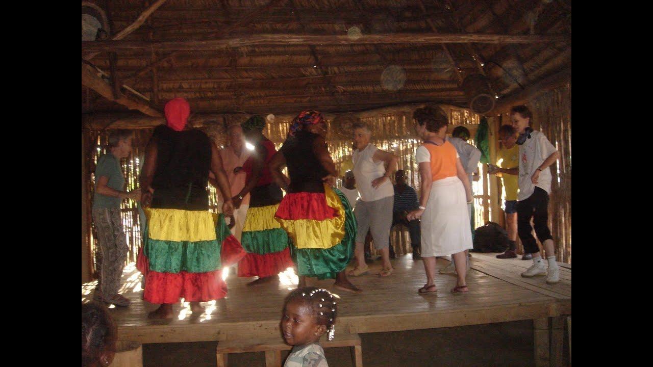 Danses Garifunas court