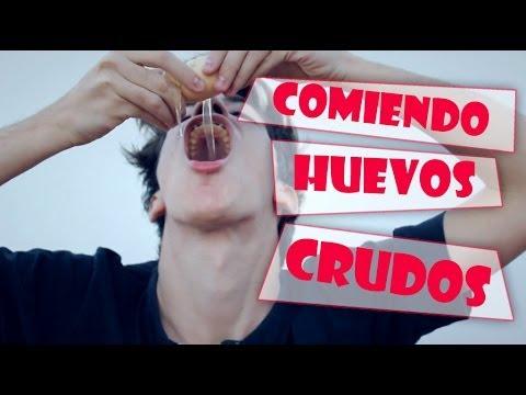 COMIENDO HUEVOS CRUDOS