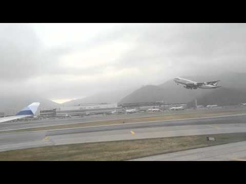 2013.11.11 China Airlines landing Hong Kong,Cathay Pacific take off.