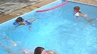 Meninas Nadando