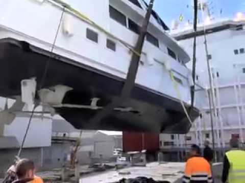 Motorboat shipping and yacht transport specialists: Complete Marine Freight