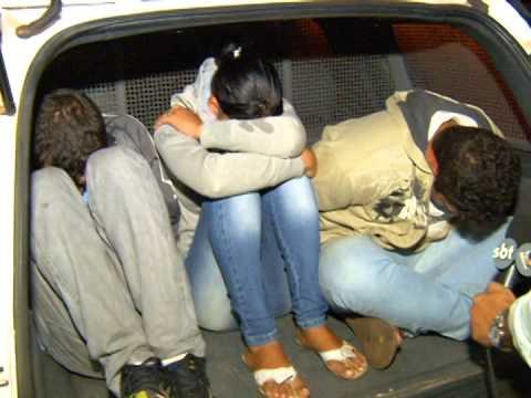 Trio ameaça policial com arma de fogo durante discussão de trânsito