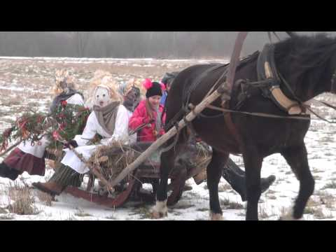 XVI International Mask Tradition Festival, 2015. Ķekatu masku vizināšanās zirga kamanās.