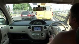 Toyota Sienta. Езда по дороге.