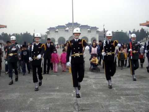 Canh duyet binh o Nha tuong niem Tuong Gioi Thach