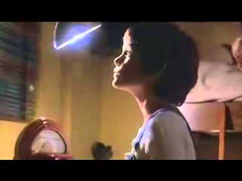 E.T. The Extra-Terrestrial - Light Up Heart Trailer and iPhone 4 and iPhone 5 Case