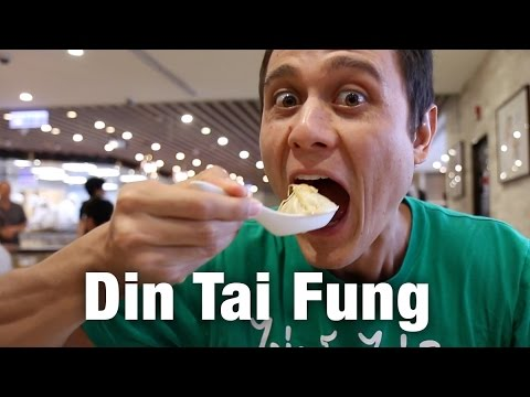 Din Tai Fung at Taipei 101: How to Eat Taiwanese Soup Dumplings!