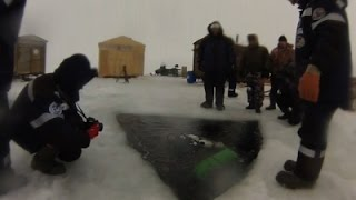 AP-Divers attempt world record with deepest dive under ice