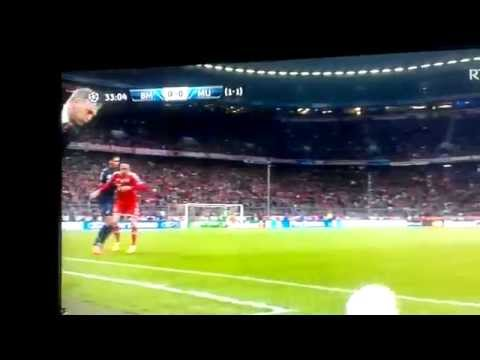 David Moyes Hit in the Groin Bayern Munich vs Manchester United Champions League