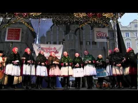 PRAHA - koledování TETEK z Kyjova a Horňáckého mužského sboru na Staroměstském náměstí 5