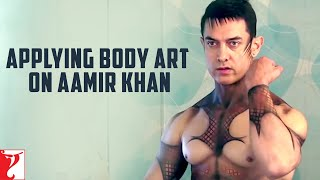 DHOOM:3 :Applying Body Art on Aamir Khan,Song Promo With Katrina